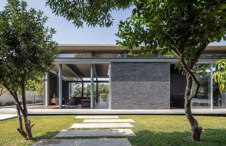 Pitsou Kedem   Pavilion House , 带有质感的室内设计