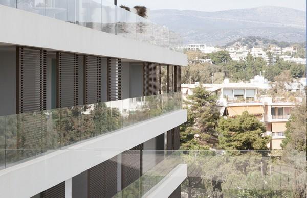 Armonia Apartments , 松树环绕的海湾住宅