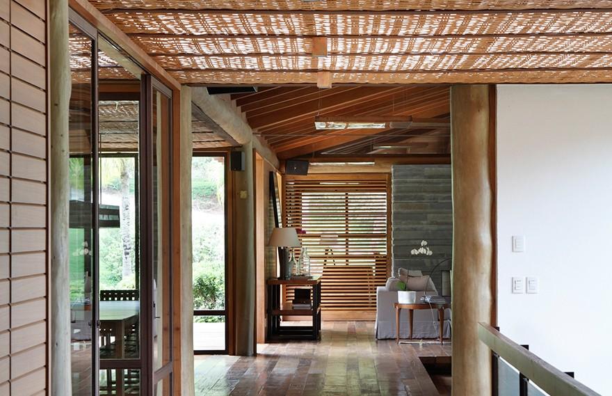 Cadas Architects | Lake House , 流动性的不规则设计